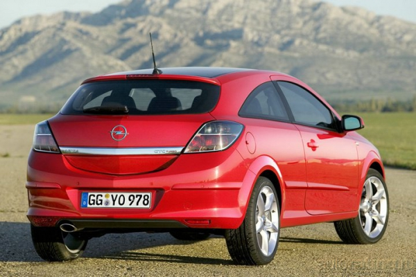 Нотчбеки / Тест-драйв Honda Civic, Nissan Tiida и Opel Astra Notchback