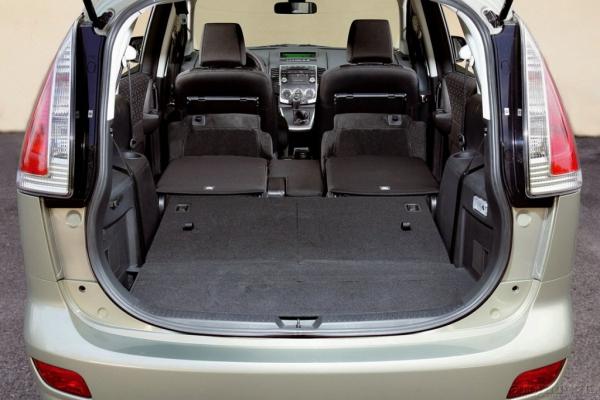 Семейный вжик / Тест-драйв Mazda 5