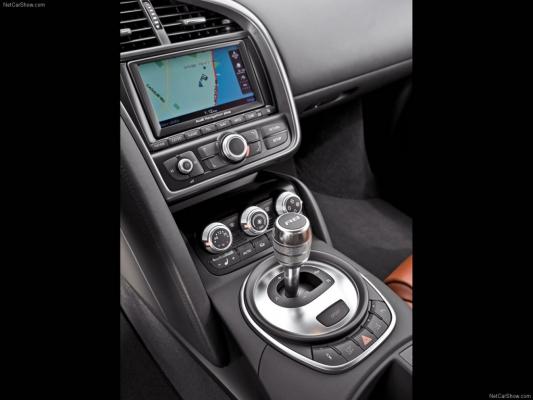 Плодотворная дебютная идея / Тест-драйв Audi R8