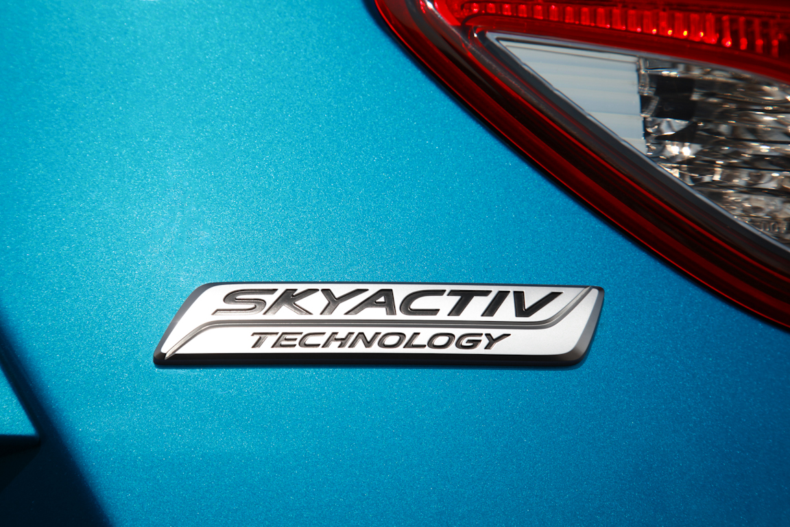 CX-5_2012_skyactiv-badge_01.jpg