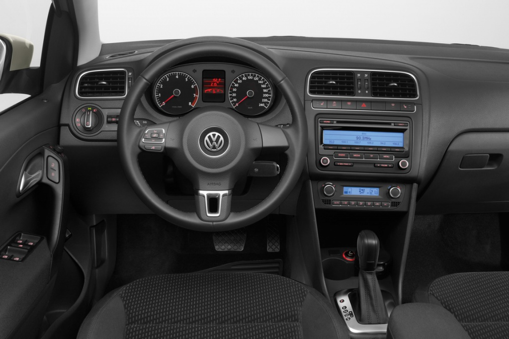 Volkswagen_Polo_sedan_42_Highline_Premium_resize.jpg