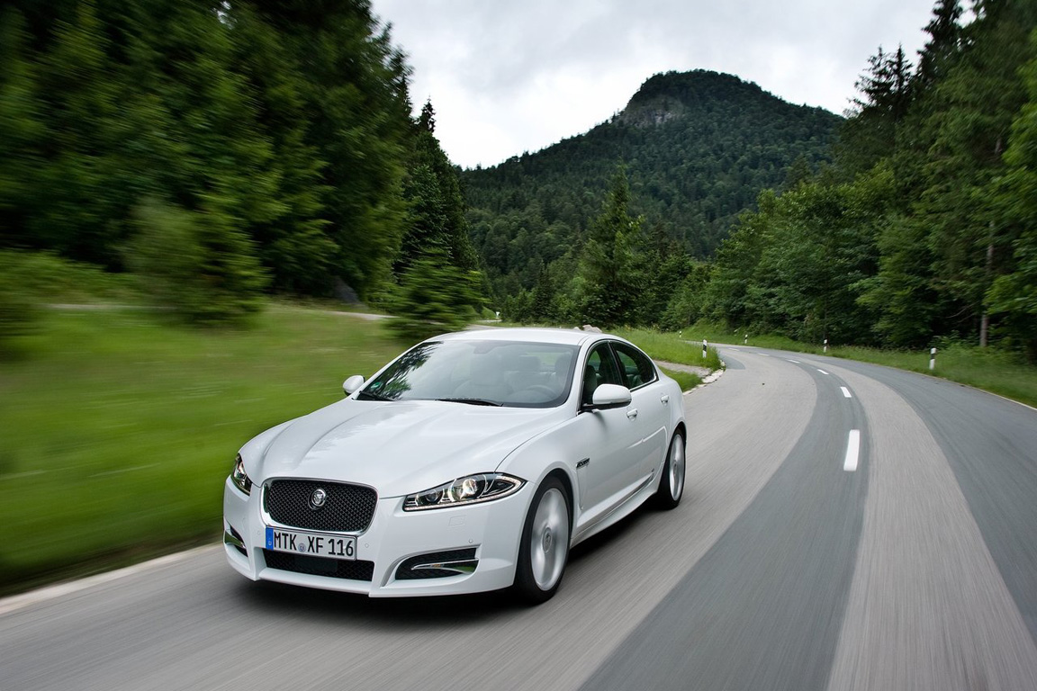 Jaguar XF: Кошачья территория