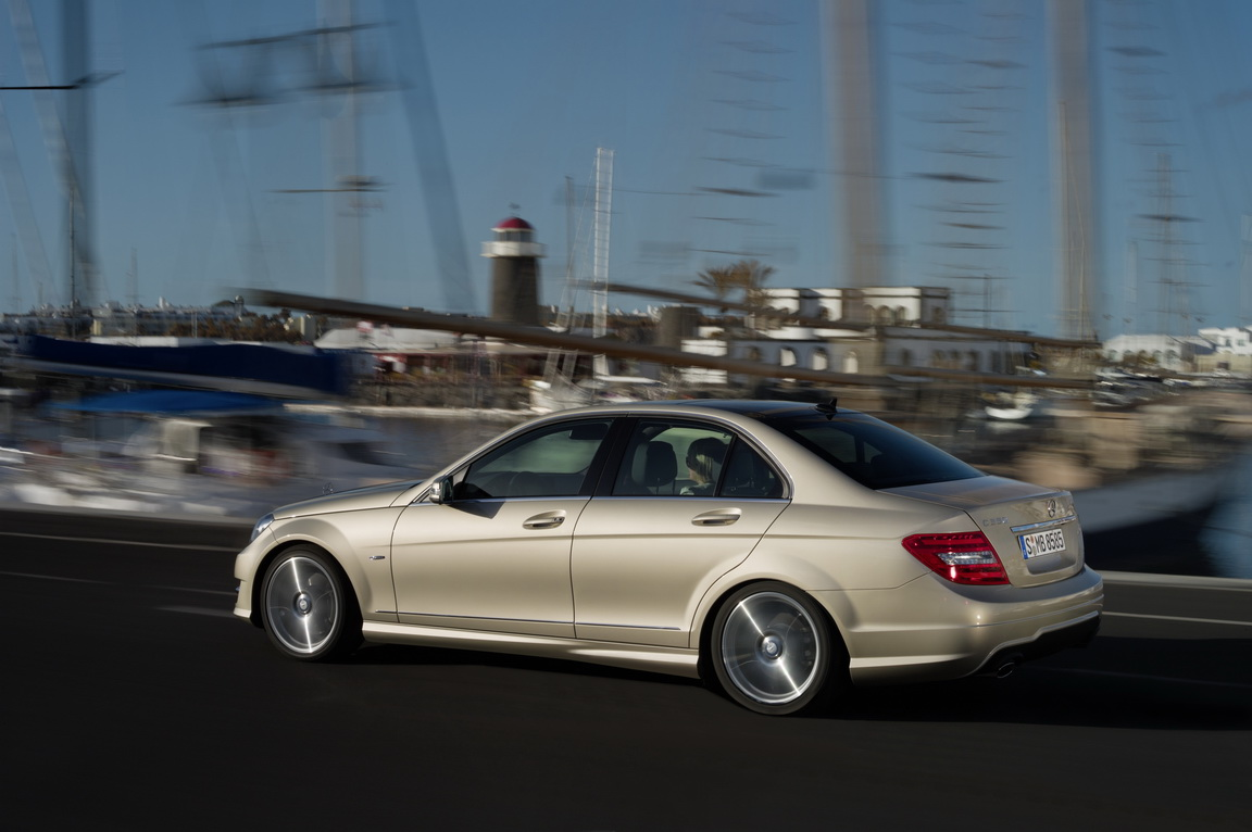 Mercedes-BenzC-Class_20.jpg