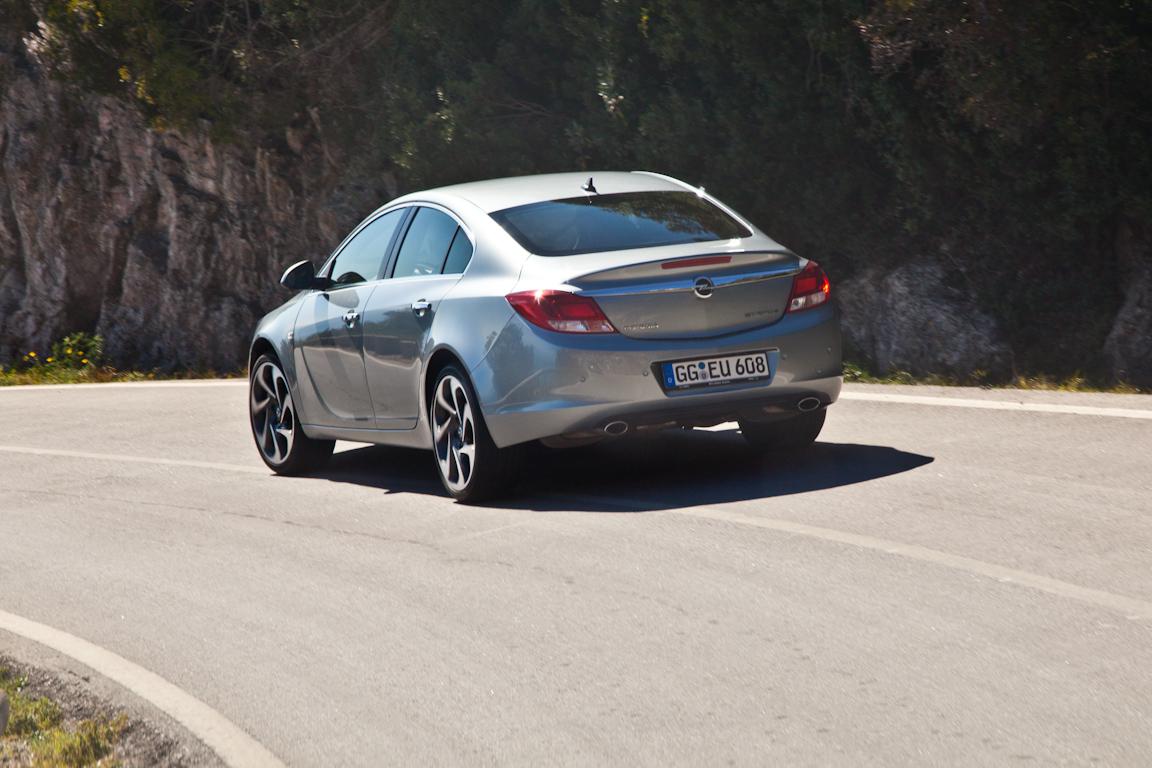 Opel Insignia BiTurbo: Вне формата