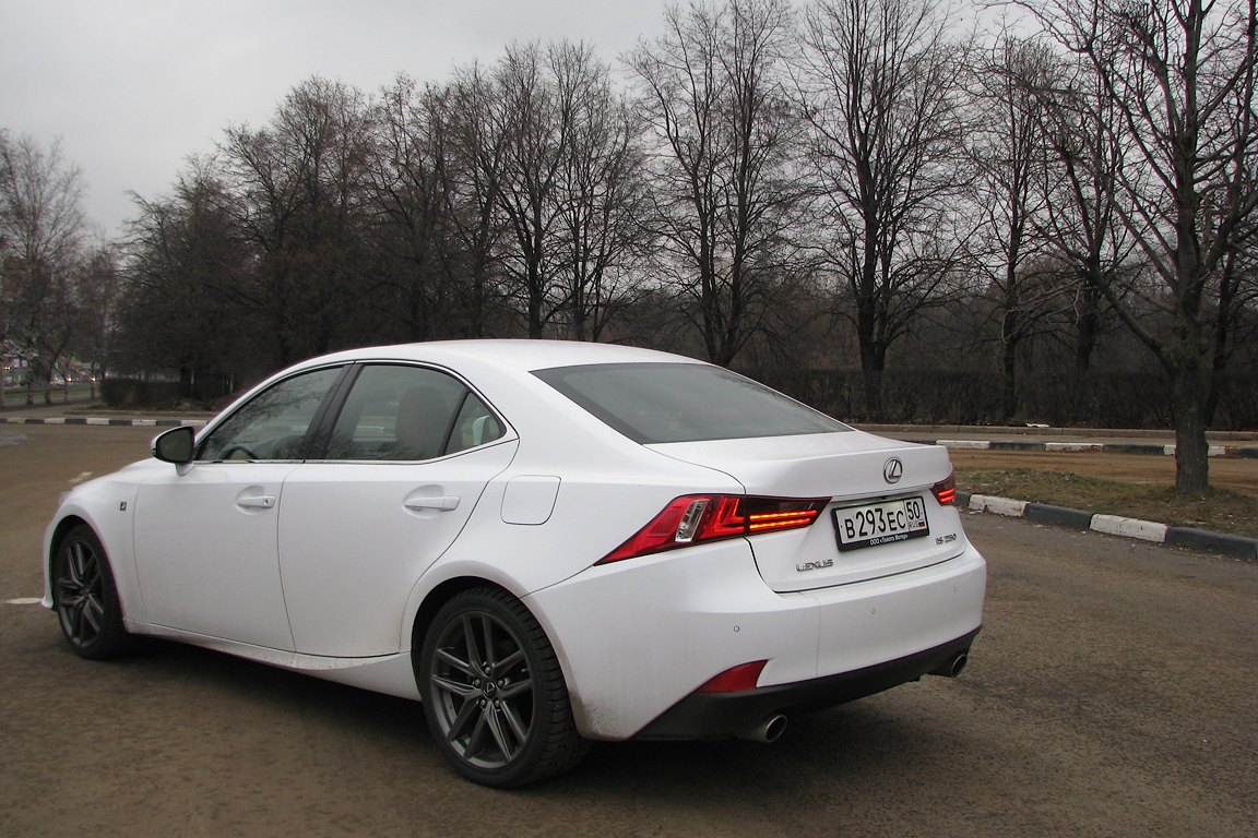 Lexus IS: На два шага вперед