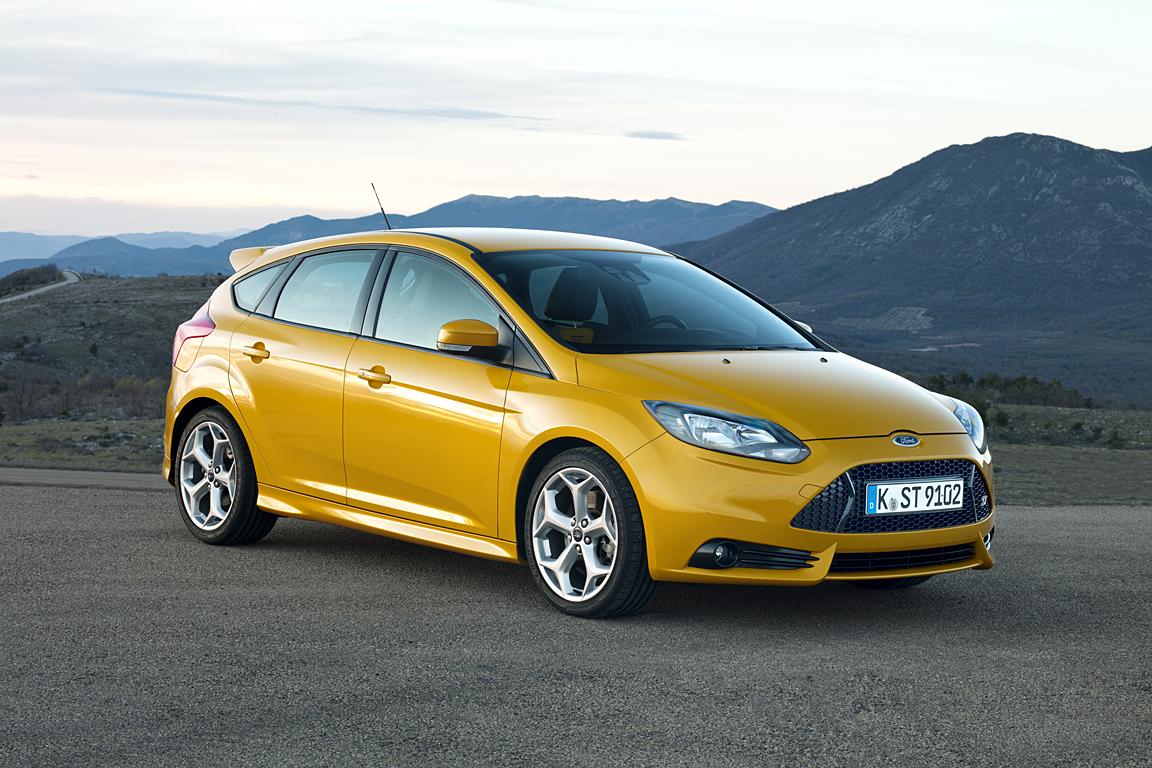 Ford_Focus_ST_02.jpg