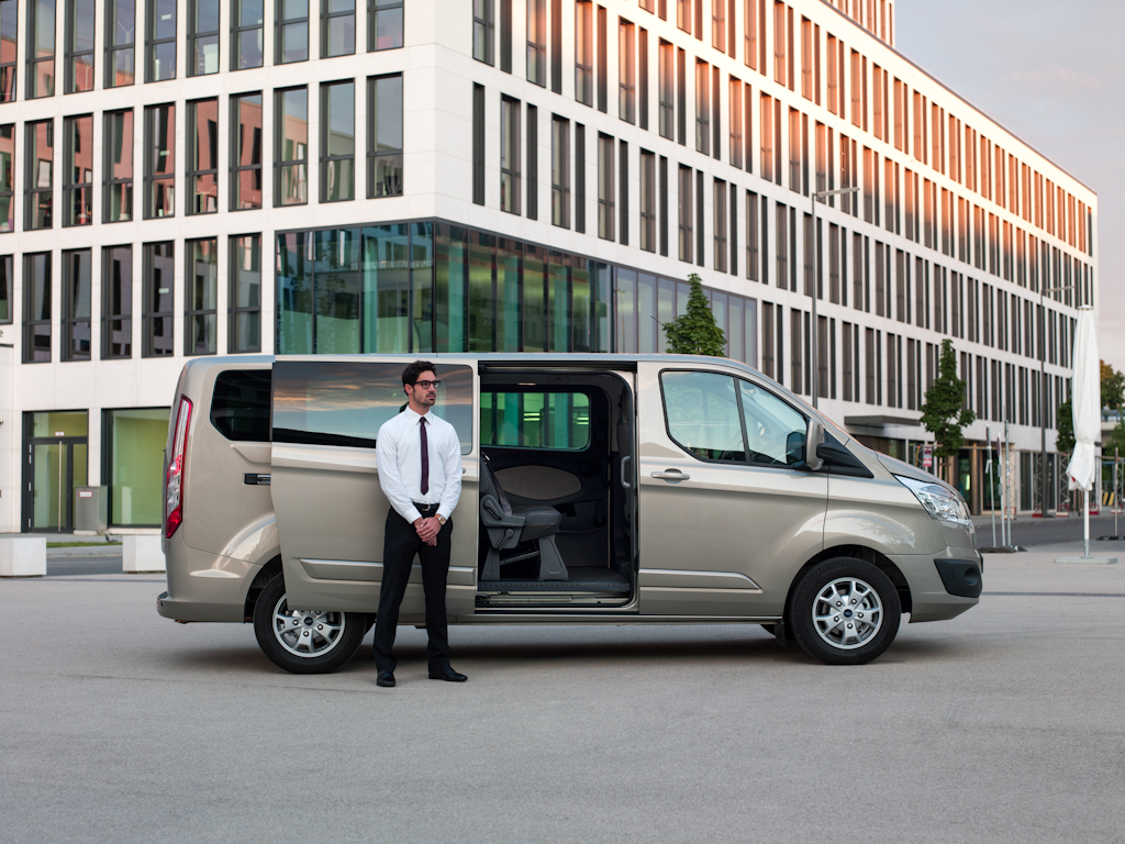 Ford_Tourneo_Custom__18.jpg