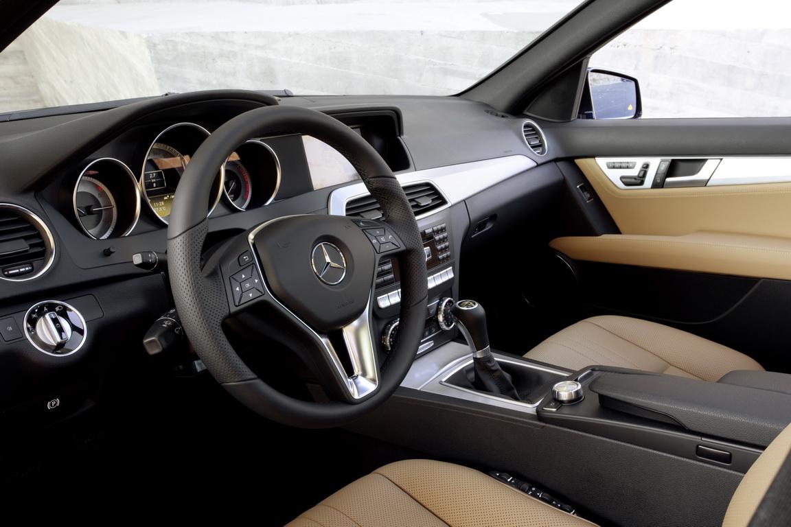 Mercedes-BenzC-Class_03.jpg