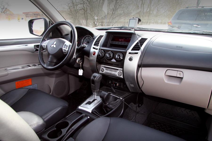 Mitsubishi Pajero Sport: Брутальный консерватор