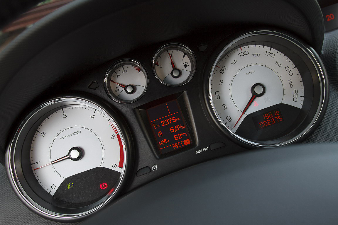 Peugeot 408: доступный дизель