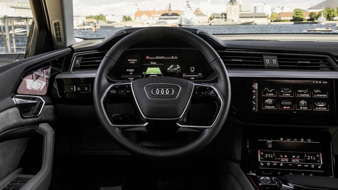 Audi e-tron интерьер